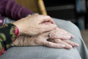 Hand in Hand im Alter
